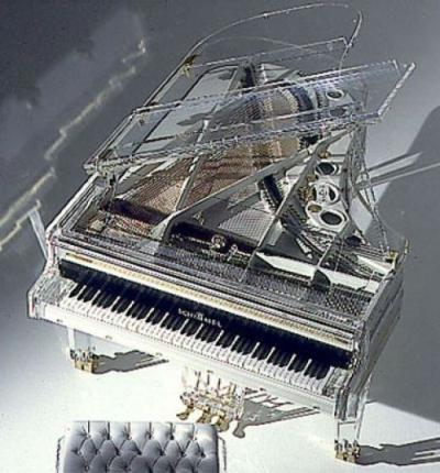 Look at this GOD DAMN PIANO!